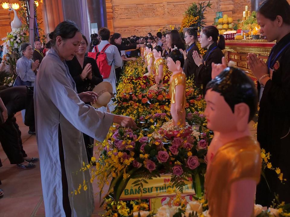 Lễ tắm Phật tại điện Thích Ca, chùa Tam Chúc, ngày 12/05/2019