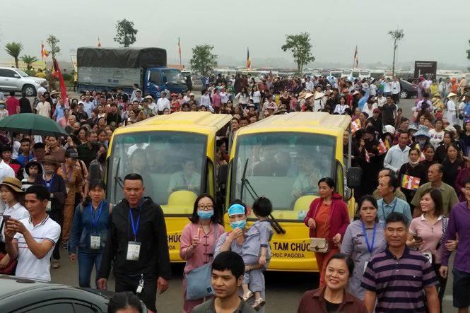 Hàng vạn người về chùa Tam Chúc dự Đại lễ Phật đản Vesak 2019